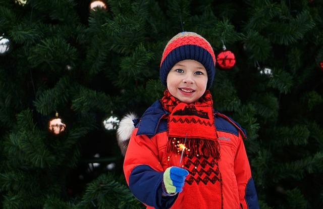 chłopiec w kurtce zimowej